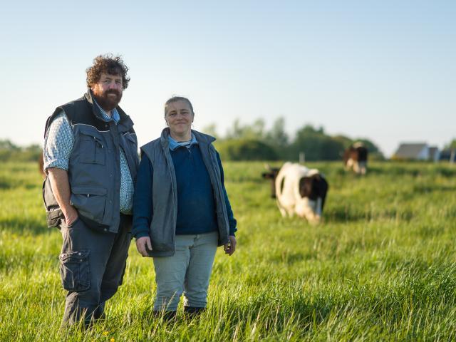 Portrait d'Isabelle Guillon et Gurvan Bourvellec de la ferme fromagère de Rhuys