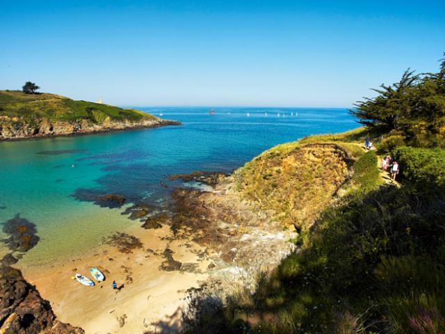 Pléneuf - Anse du Pissot - kayaks et randonneurs