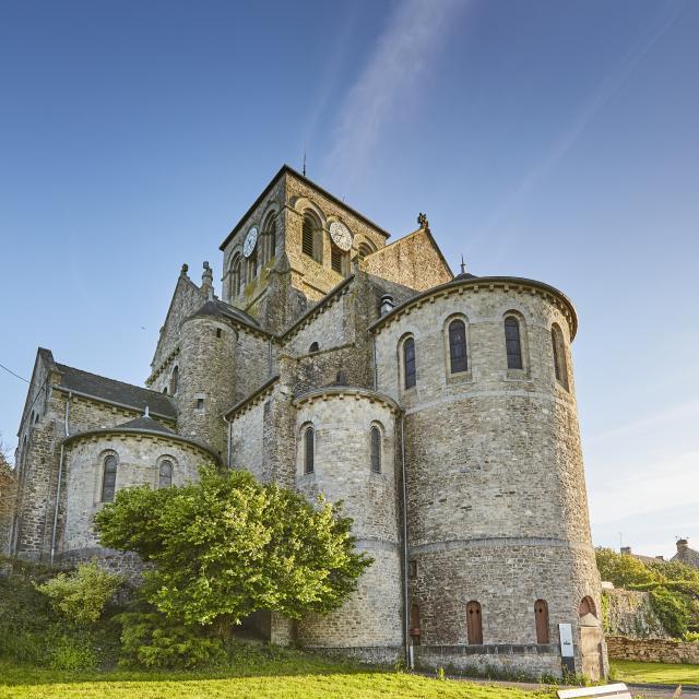 Saint-Aubin-du-Cormier - L'église