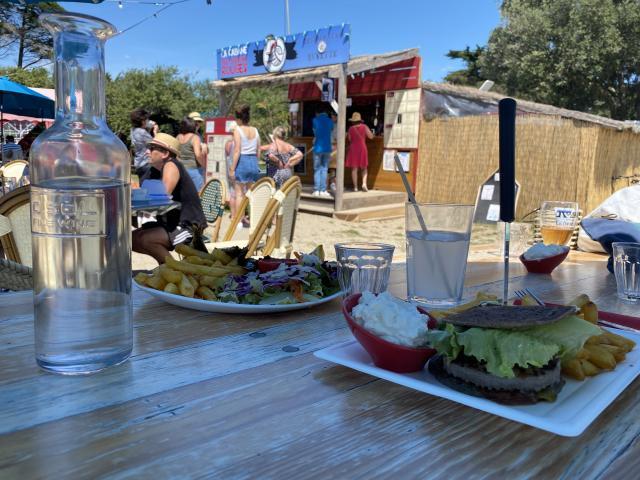 la-cabane-aux-poissons-rouge-saint-gildas-de-rhuys-s-biju-3.jpeg