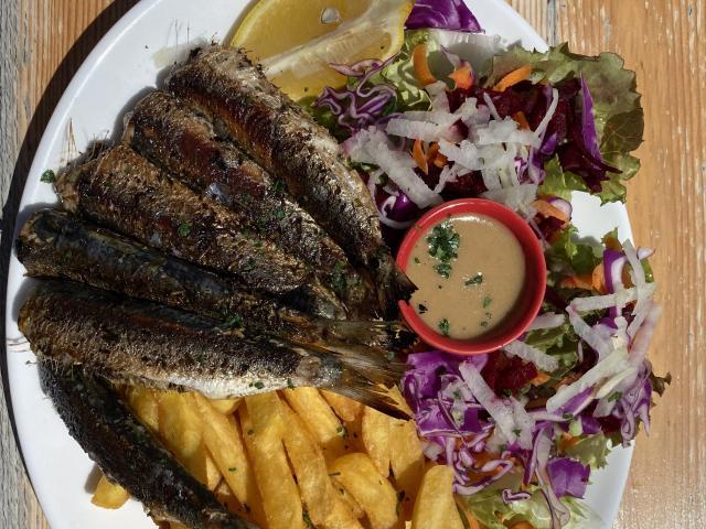la-cabane-aux-poissons-rouge-saint-gildas-de-rhuys-s-biju-plat2-rotated.jpeg