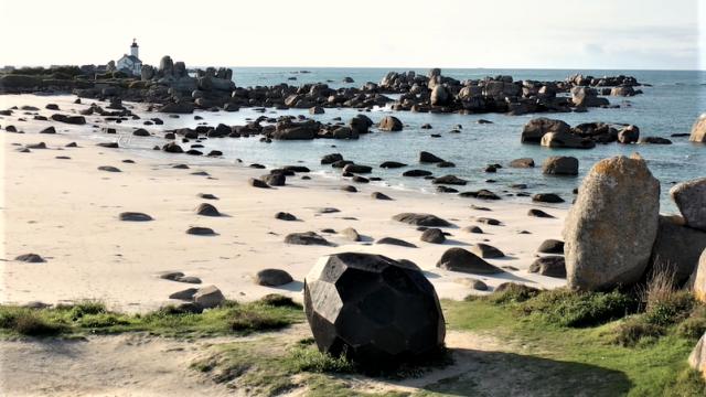 Pointe de Pontusval - L'Oeuf - Les Nouveaux Voisins