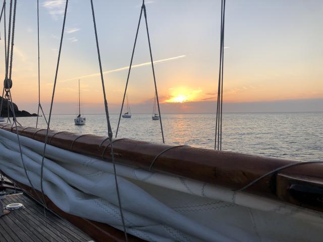 5-24h-a-bord-du-saint-quay-coucher-de-soleil-dr.jpg