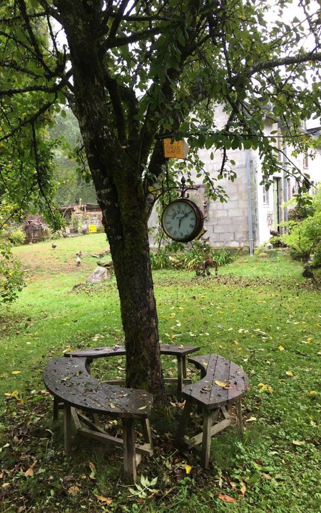 belle-ile-en-terre-domaine-papeteries-jardin-rotated.jpg