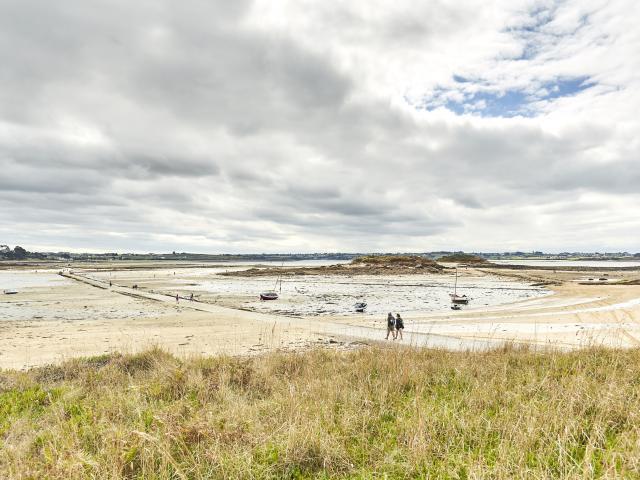 Carantec - passage vers l'île callot à marée basse