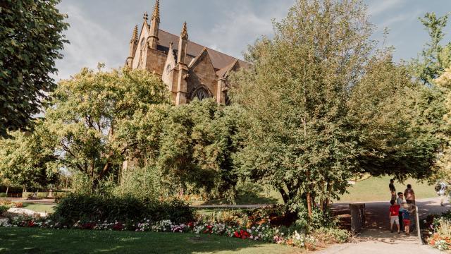 Fougères - Jardin du Nançon et église Saint-Léonard