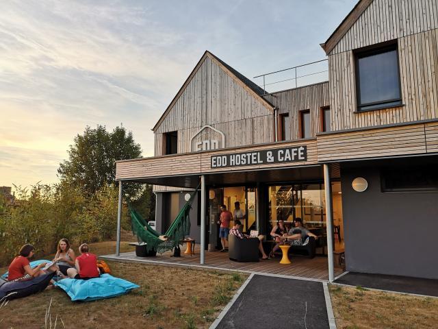edd-hostel-dol-de-bretagne-jardin-et-terrasse2-edd-hostel.jpg