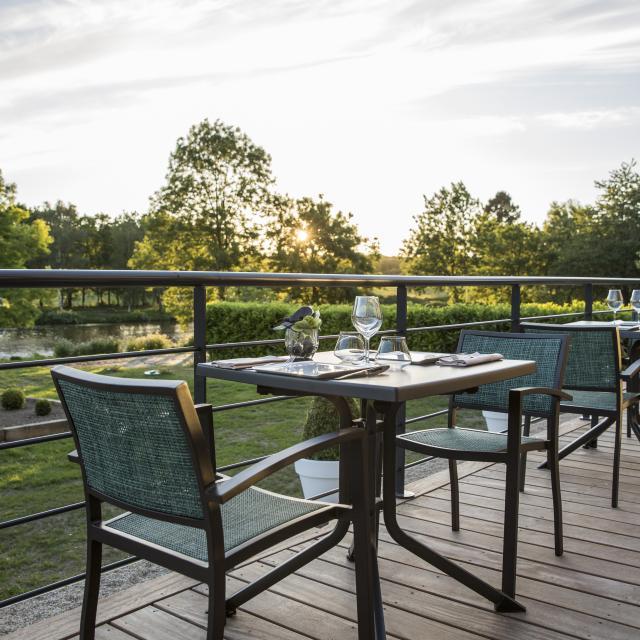 hotel-de-labbaye-le-tronchet-en-terrasse.jpg
