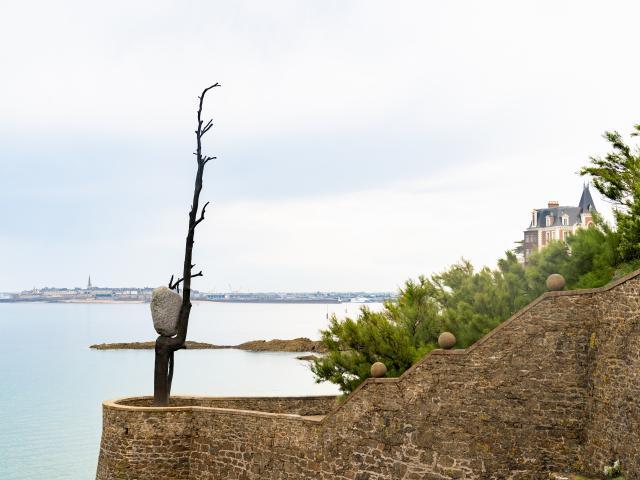 Dinard - Giuseppe Penone - Il peso del vento (Le Poids du Vent), 2015 - Pinault Collection - Adagp, Paris 2021
