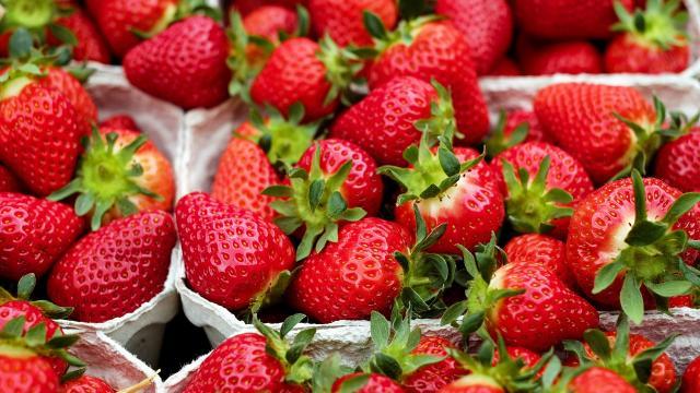 strawberries-1396330-1920.jpg