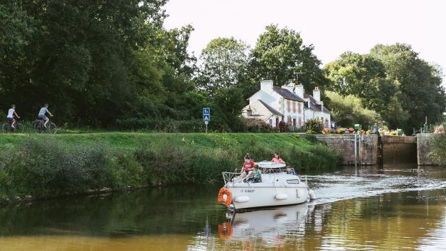 En bateau sur le canal