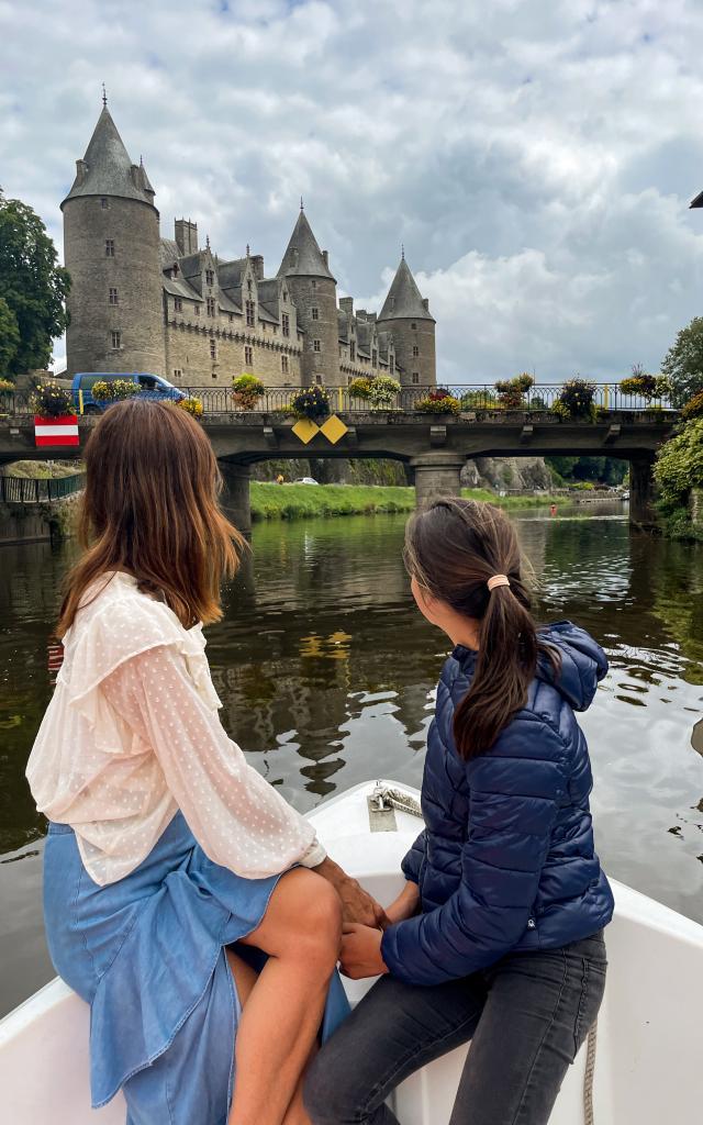 Josselin, paseo en barco eléctrico por el canal